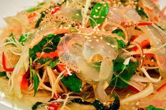 Cách làm nộm sứa thập cẩm ngon hết sảy lấy lòng mẹ chồng