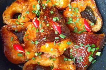 Vét sạch nồi cơm với Cá quả kho nghệ đậm đà hương vị miền Trung