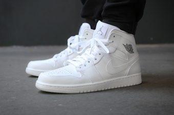 [MẸO] Cách giặt giày trắng bị ố vàng ĐƠN GIẢN mà HIỆU QUẢ