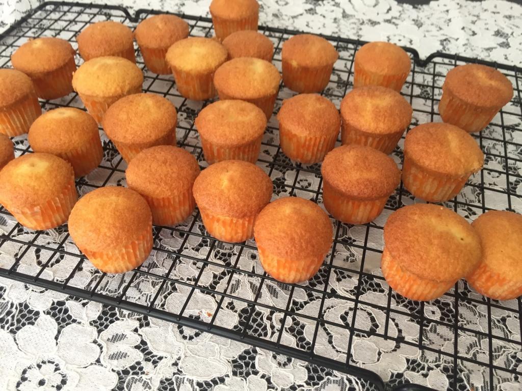 làm bánh bông lan từ bột mì