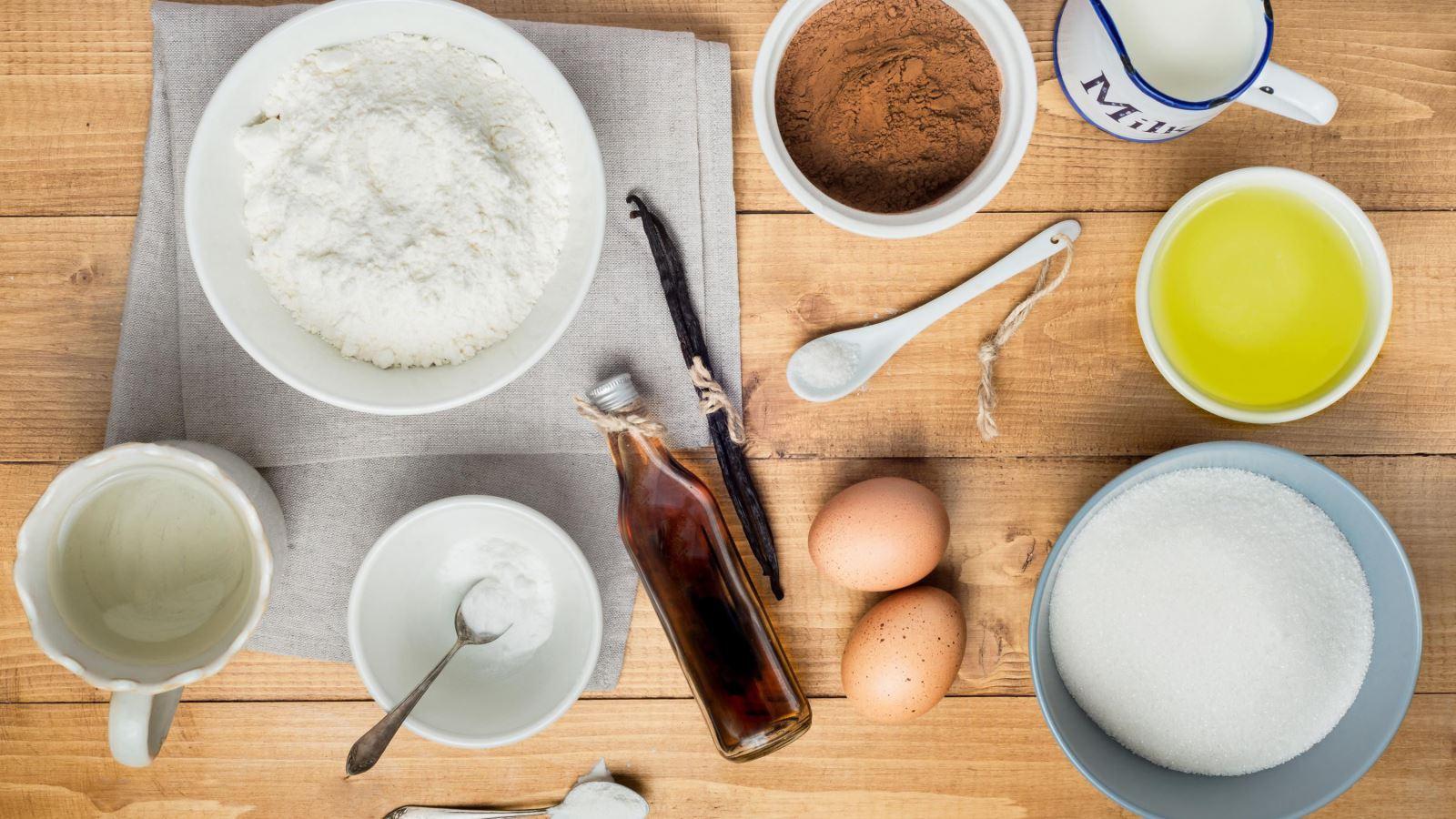làm bánh rán từ bột mì và trứng