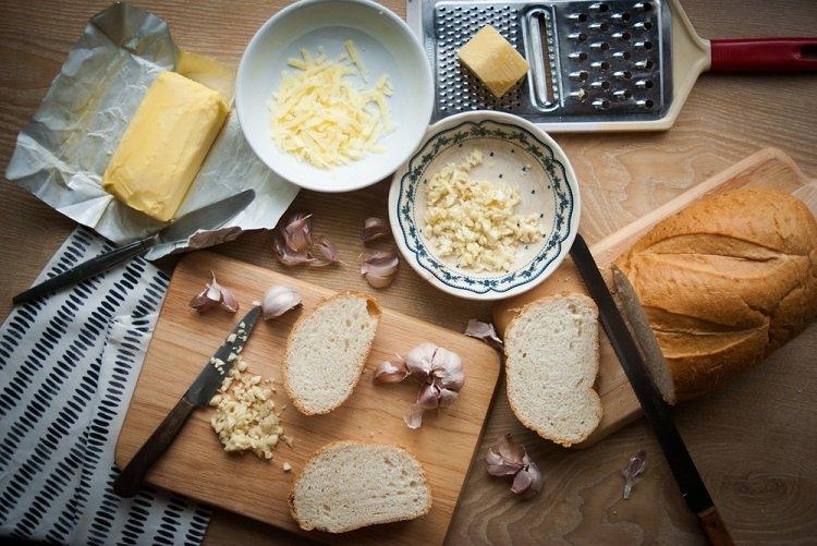 nguyên liệu làm bánh mì bơ tỏi