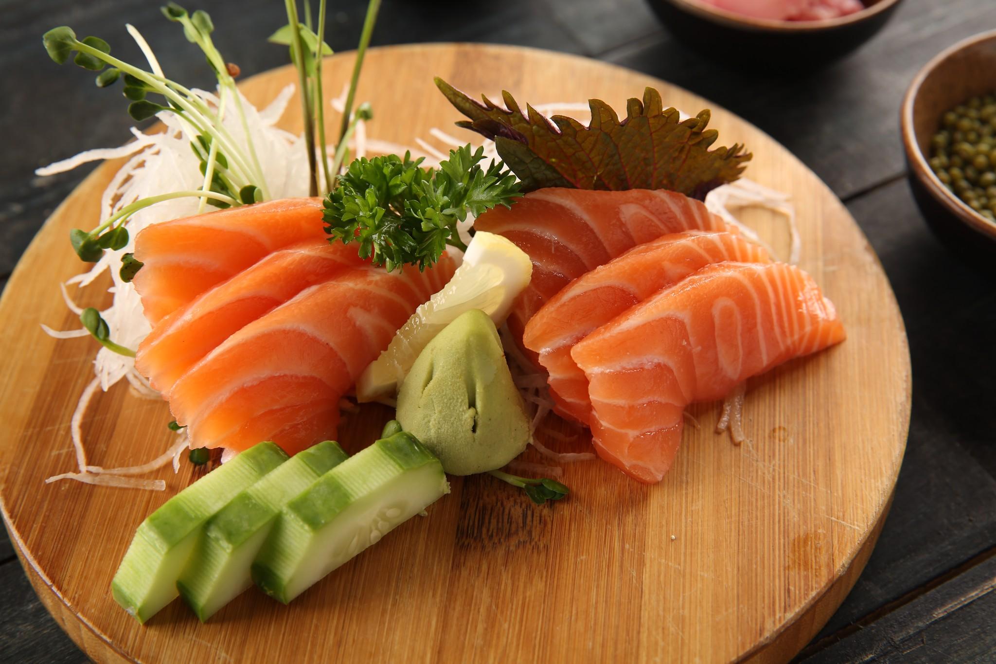 sashimi cá hồi