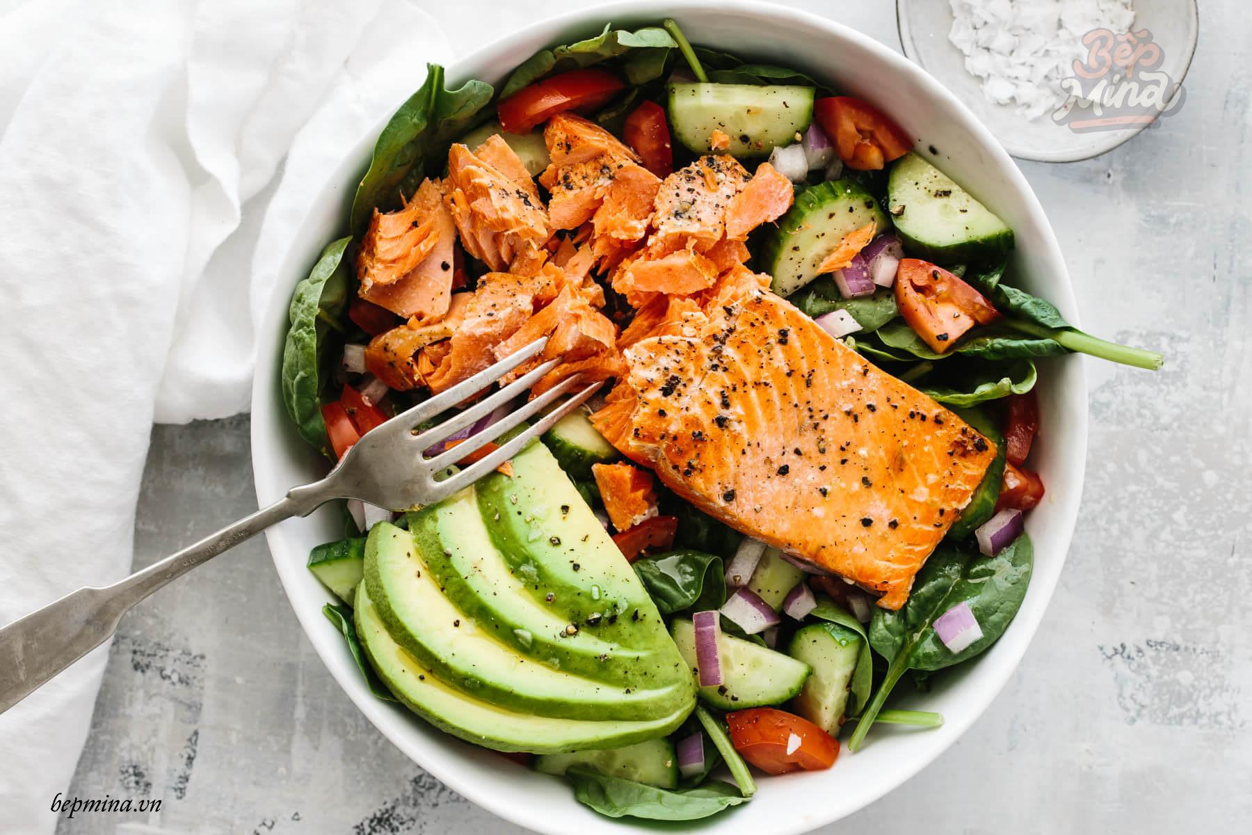 cách làm salad cá hồi với bơ