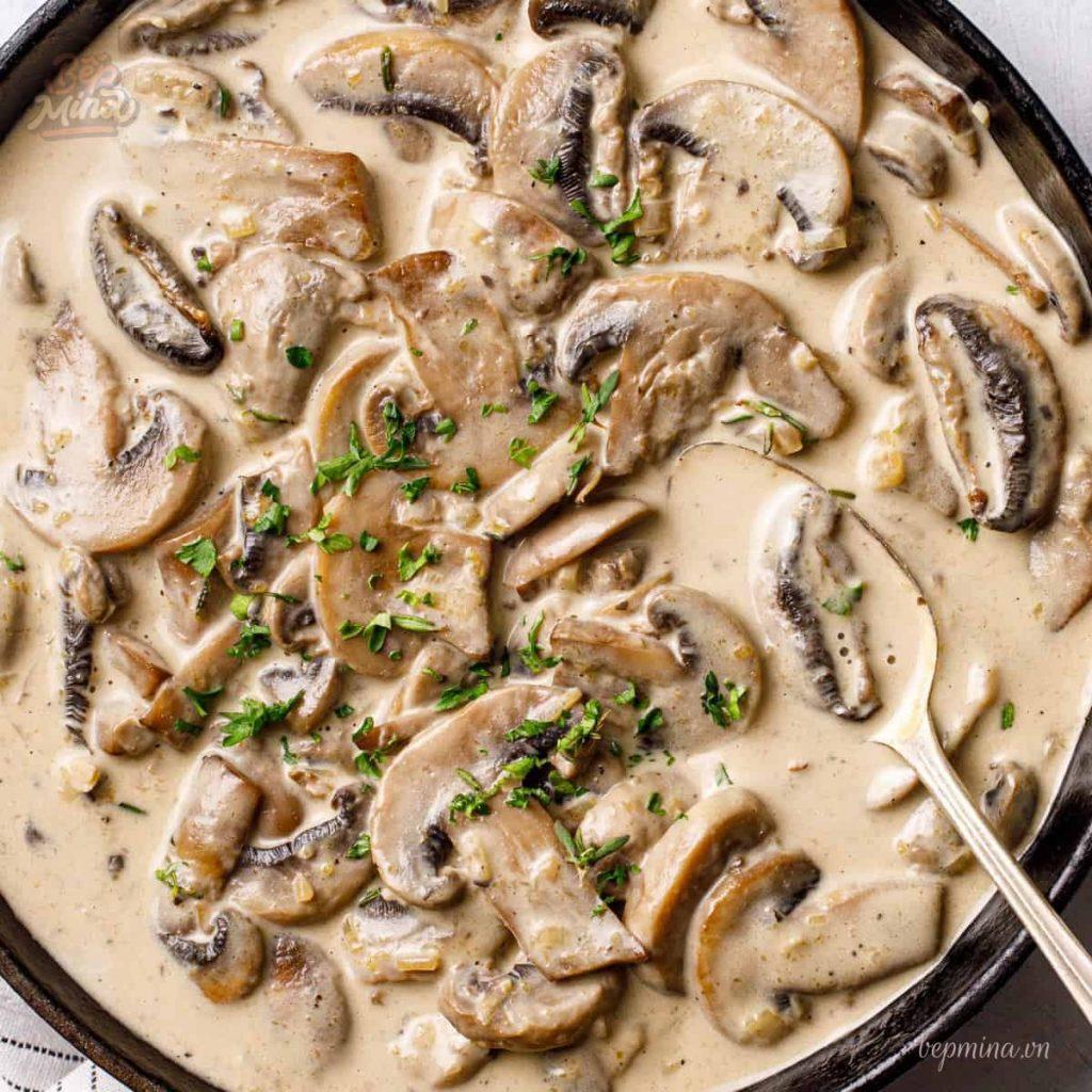 Nấu sốt kem nấm