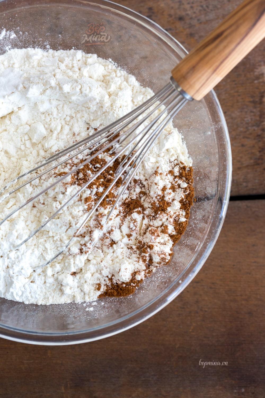 trộn bột làm bánh quy yến mạch