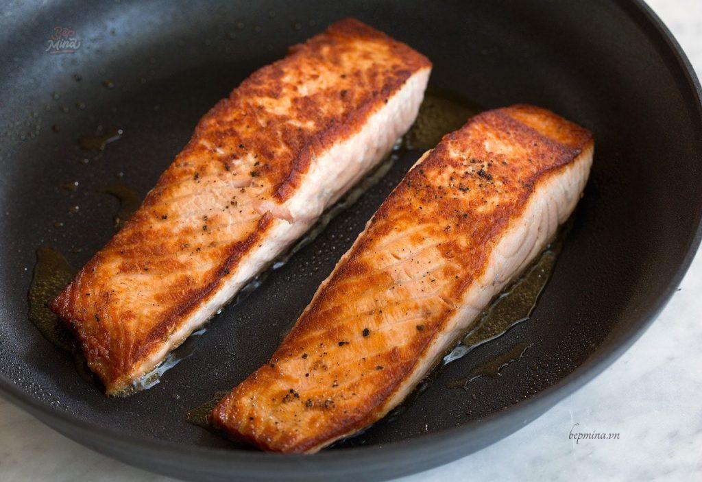 áp chảo cá hồi