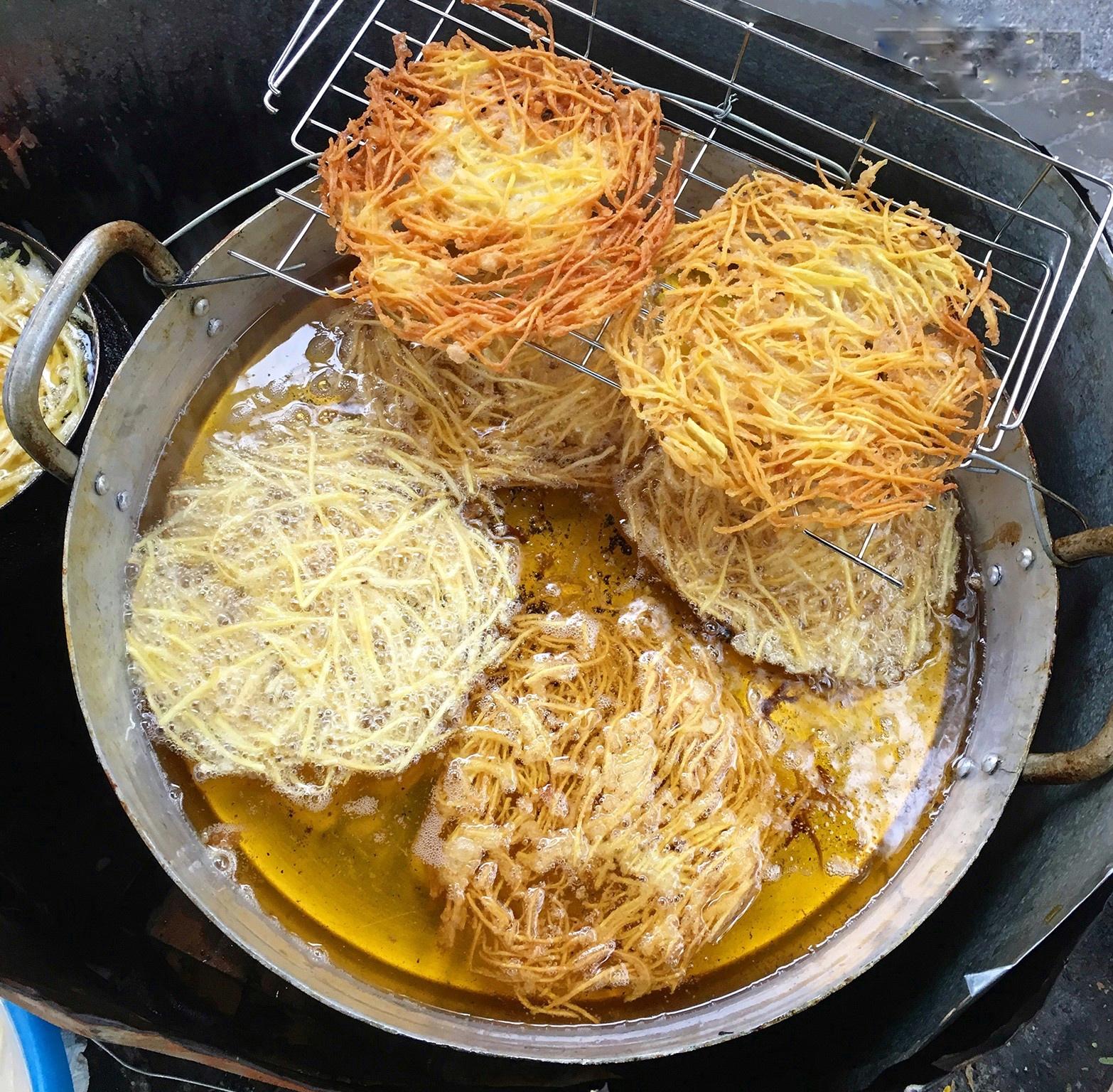 làm bánh khoai lang chiên sợi