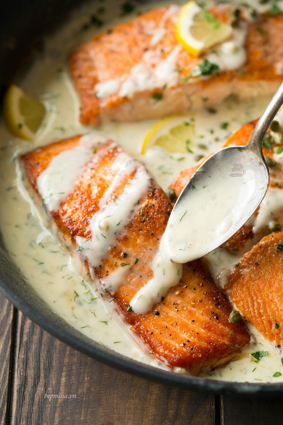 làm cá hồi sốt kem chanh