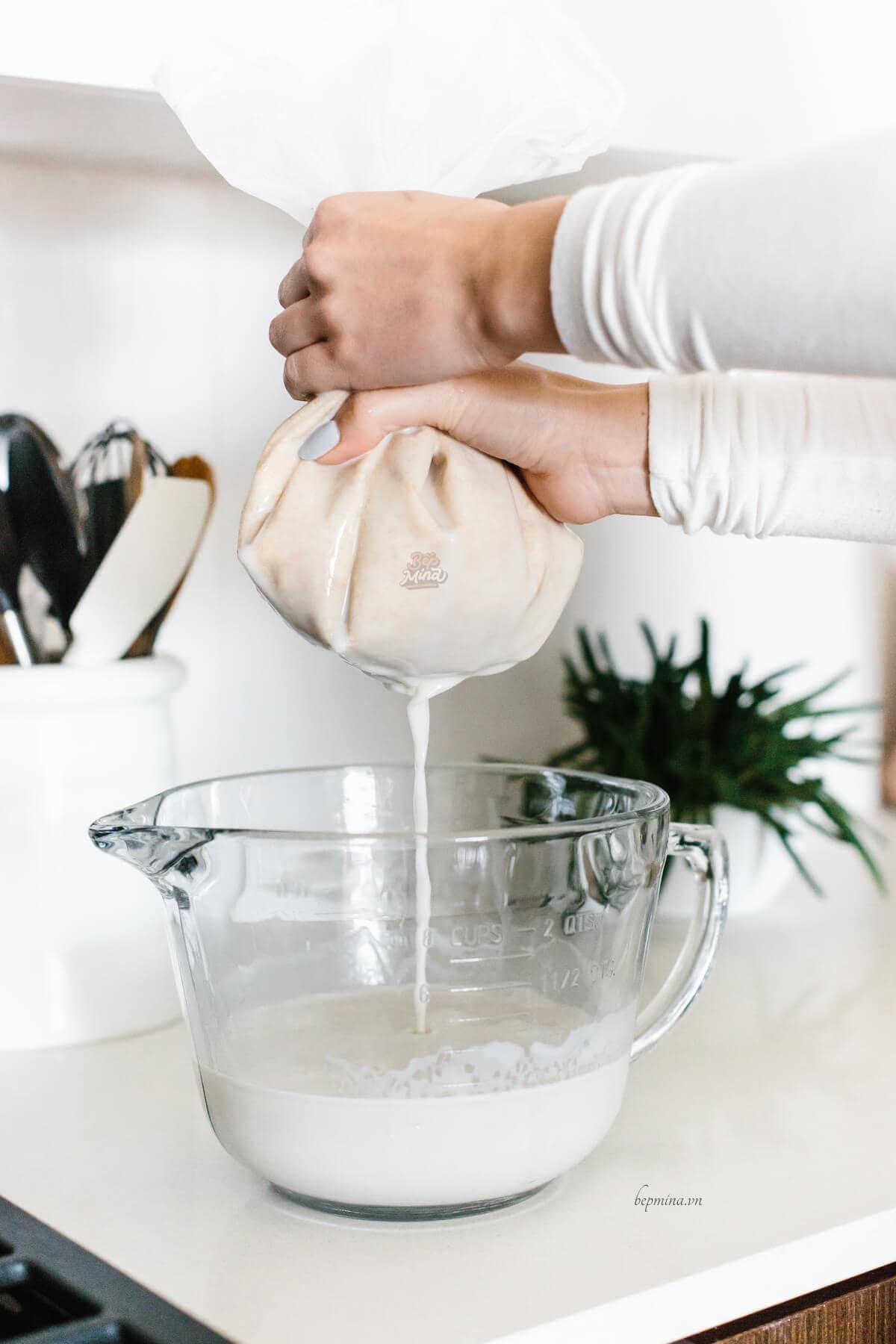 lọc sữa yến mạch bằng túi vải