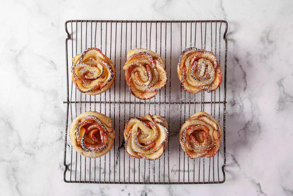 nướng bánh táo quế hoa hồng