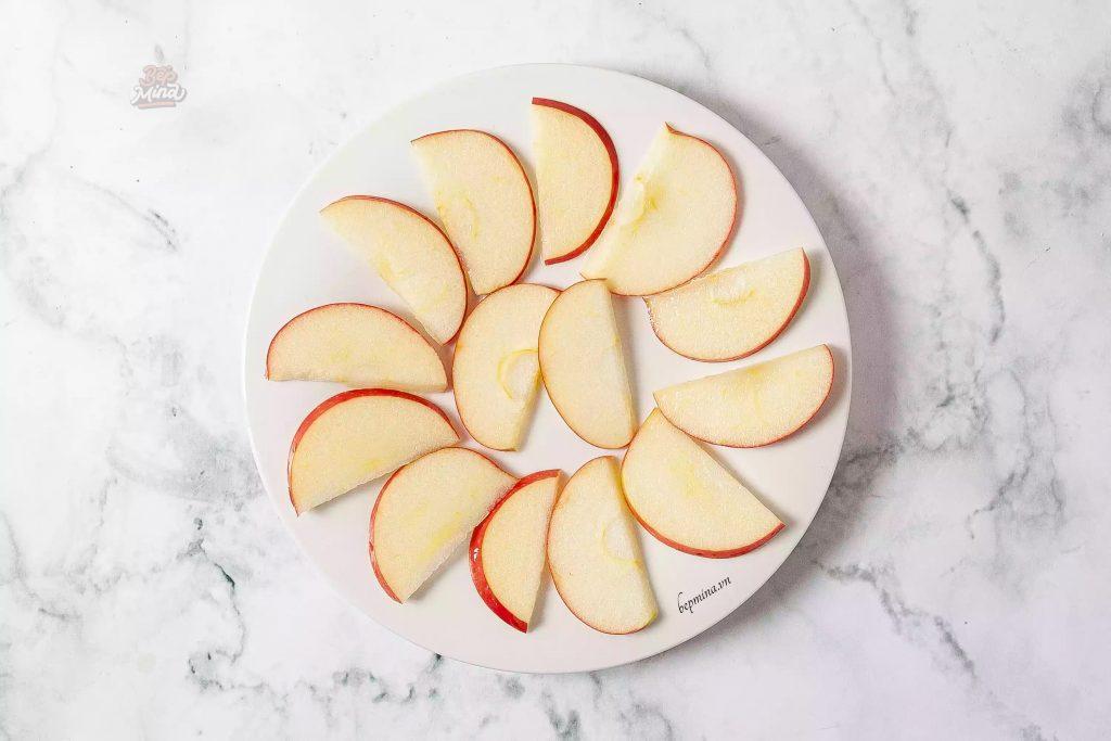 sơ chế táo làm bánh