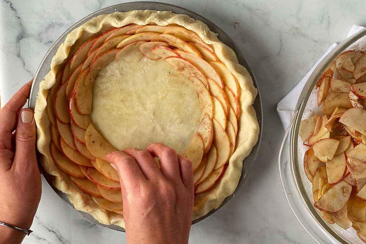 tạo hình bánh táo hoa hồng