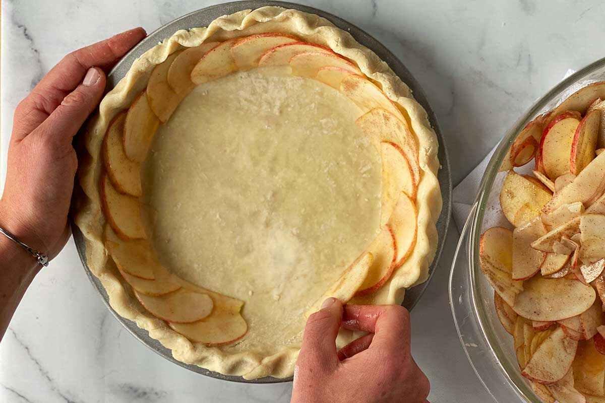 cách tạo hình bánh táo hoa hồng