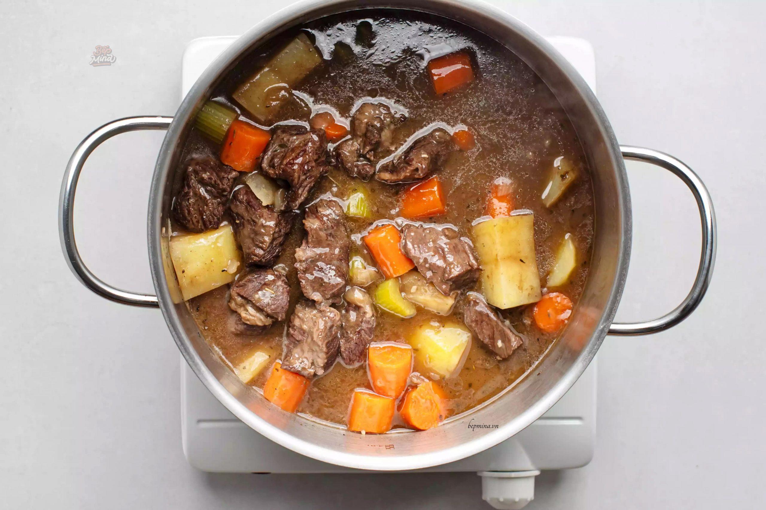 nấu bò kho nước dừa